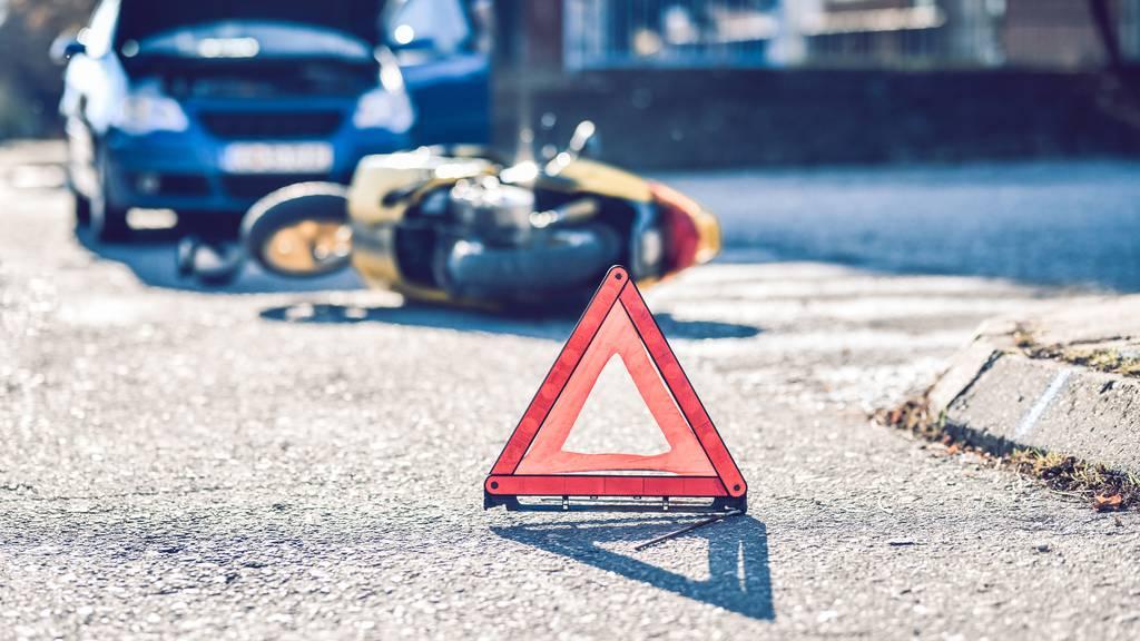 Übers Wochenende 20 Verkehrsunfälle mit 13 Verletzten im Kanton Schwyz