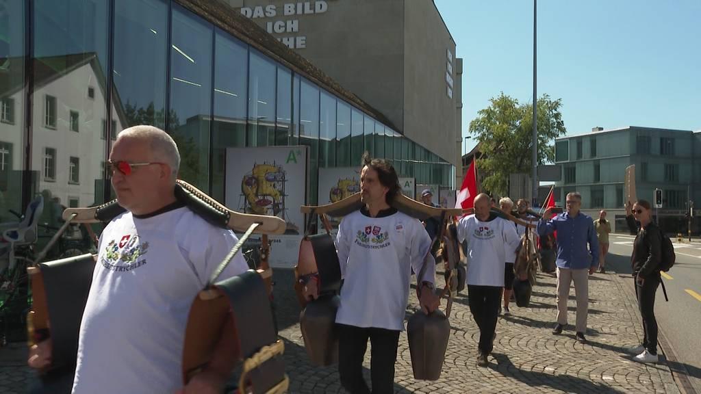 Masken-Demo: 100 Personen protestieren in Aarau gegen die Maskenpflicht an Schulen