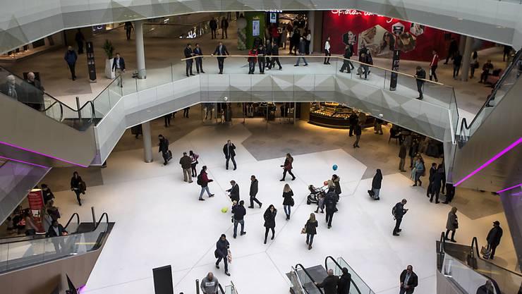"""Die """"Mall of Switzerland"""" in Ebikon musste nach einer Bombendrohung evakuiert werden - nun kommt der Verantwortliche vor Gericht. (Archivbild)"""
