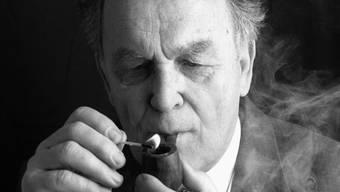 Eingehüllt in eine Rauchwolke: So ging der vor zwei Jahren verstorbene Bundesrat Otto Stich in die Geschichte ein.