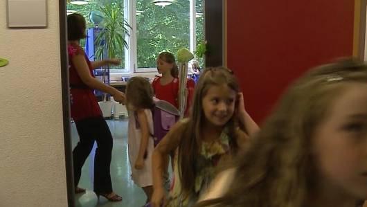 Der Handschlag an Schulen ist im Baselbiet ein Politikum.
