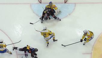 Bern setzte den HC Davos auch im zweiten Halbfinal-Spiel unter Druck und gewann sein sechstes Playoff-Spiel in Folge.