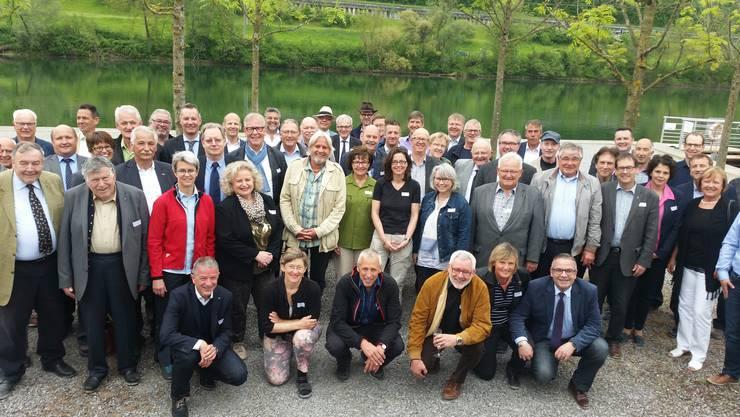 Nach der Besammlung im Pier 11 Solothurn wurden vier Gruppen gebildet: Die grösste besuchte die Fraisa SA in Bellach, eine weitere zwei Landwirtschaftsbetriebe in Bettlach und Grenchen. Die Wanderer marschierten auf den Weissenstein, wo auch das gemeinsame Nachtessen stattfand.
