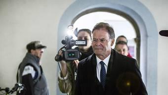 Walter Dubler, hier auf dem Weg zur erstinstanzlichen Gerichtsverhandlung am Bezirksgericht Zurzach.