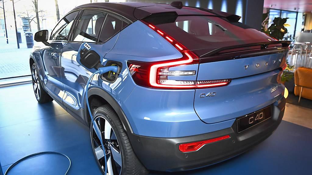 Elektroautos werden für Autokonzerne wie Volvo zunehmend profitabler - im Bild der Volvo C40 Recharge. (Archiv)