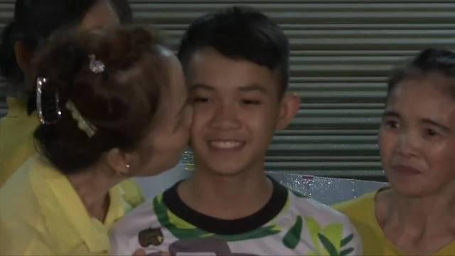 """Thailand: Höhlenjunge """"Dom"""" kehrt zur Familie zurück"""