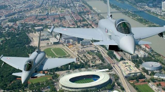 Zwei Eurofighter über dem Ernst-Happel-Stadion in Wien (Symbolbild)