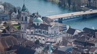 Der Turm der St.-Ursen-Kathedrale ist eines der touristischen Highlights in Solothurn.