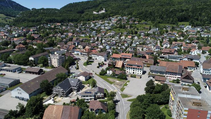 Oesningen ist eine stark wachsende Gemeinde, wo die Bevölkerung durch viele Wegzüger und Neuzuzüger rasch ausgewechselt wird. Das Resultat: Verlust des Dorflebens und des zwischenmenschlichen Austauschs.