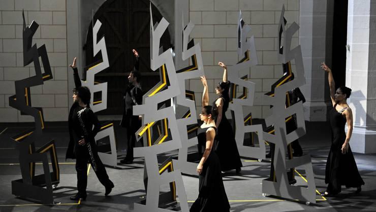 Tanzcompagnie «Flamencos en route» bei der Probe von «caleidoscopio» in der Klosterkirche Königsfelden. Die Choreografie stammt von Brigitta Luisa Merki. (Bild: zg)