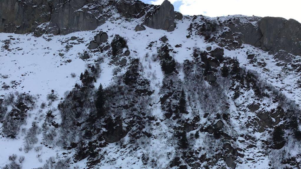 Ein 46-jähriger Berggänger ist am Sonntag oberhalb Linthal tödlich verunglückt. Die Umstände des Unfalls werden untersucht.
