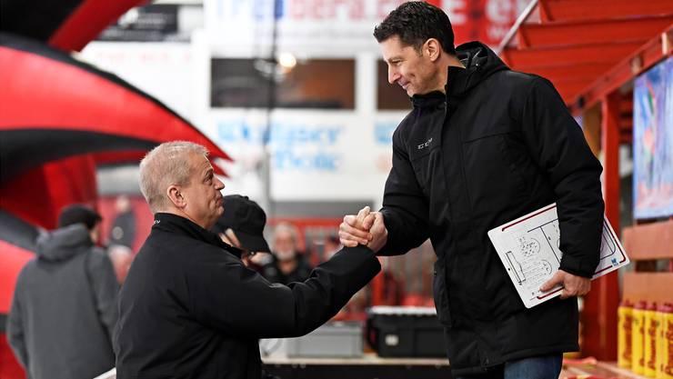 Bengt-Ake Gustafsson (links im Bild) verlässt die Bühne und Chris Bartolone erhält die Chance, sich zu beweisen.
