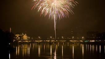 Mit dem Silvester-Feuerwerk auf dem Rhein endet traditionell das Jahr in Basel.
