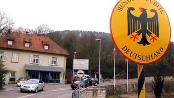Mit Blick nach Deutschland: An der Grenze in Kaiserstuhl werden bald nur noch deutsche Grenzwächter anzutreffen sein. (Archivbild).