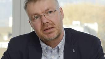 Christian Scheuermeyer ist 46 Jahre alt und wohnt mit seiner Familie in Deitingen. Seit 2009 ist er Präsident der FDP Kanton Solothurn.