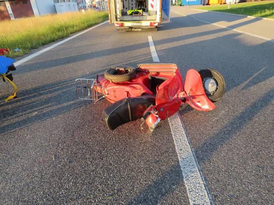 Rheinfelden AG, 13. Juni: Bei einem Selbstunfall hat sich ein 49-jähriger Vespa-Fahrer am in Rheinfelden AG schwer verletzt. Er kollidierte frontal mit einem Kandelaber und wurde ins Wiesland geschleudert. Ein Rettungshelikopter flog den Mann ins Spital.