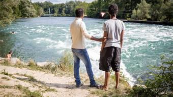 Den beiden Eritreern Solomon und Tedros (Namen geändert) gefällt es in Bremgarten – sie hoffen, in der Schweiz bleiben zu können. Sandra Ardizzone