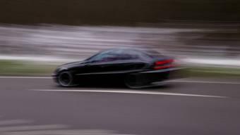 Die Geschwindigkeitskontrolle wurde mit einem Lasergerät durchgeführt. (Symbolbild)