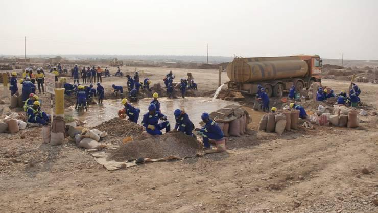 Arbeiter in einer Kobalt-Mine in der Demokratischen Republik Kongo Schweizer Konzerne sollen verantwortlich gemacht werden, wenn Menschen zu Schaden kommen.