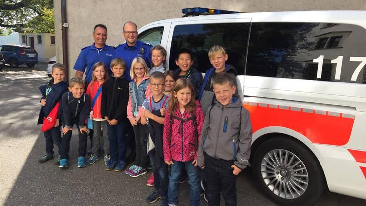 Diese zwölf Kinder entschieden sich 2018 beim Ferienpass Würenlingen für einen Besuch bei der Stadtpolizei Baden.