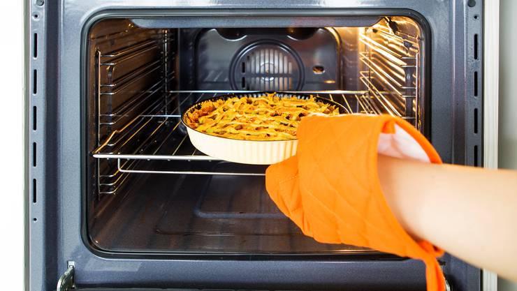 Es empfiehlt sich, eine Mahlzeit vor dem Wiederverwenden auf über 70 Grad zu erhitzen. So werden potenziell schädliche Bakterien abgetötet.