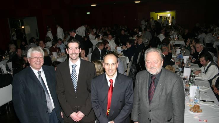 Gemeindepräsidenten und Clubverantwortliche gemeinsam. Von links: Hanspeter Eichenberger, Sven Bürki, Adrian Gallmann und Walter Ess. (Bild Werner Schneiter)