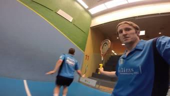 Die Go-Pro-Kamera macht es möglich: John Williams, Captain vom Squash Club Vitis Schlieren, zeigt seine Schläge aus der Ich-Perspektive.