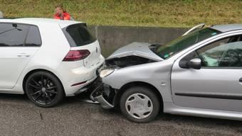 Zwei Personenwagen kollidierten auf der Bruderholzstrasse in Münchenstein.