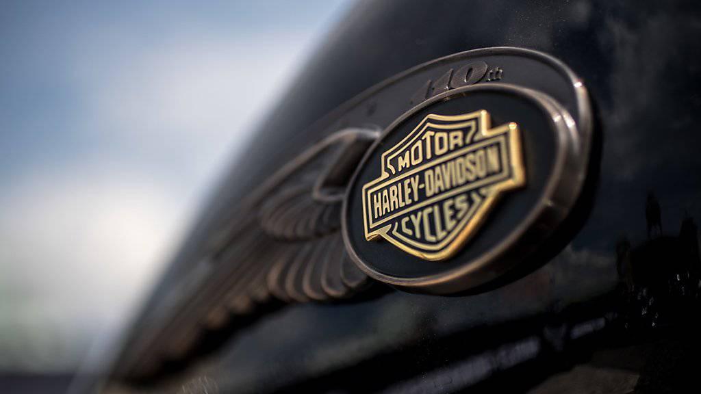 Beim amerikanischen Kult-Motorradbauer Harley-Davidson hat der Absatz im Sommerquartal trotz der Kritik von US-Präsident Donald Trump gebrummt. (Archiv)