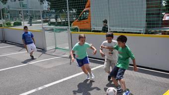 Motiviert: Auf dem Marktplatz hatten die Jugendlichen aus aller Welt alle dasselbe Ziel: Sie wollten den Fussballfinal gewinnen und nach München reisen. (Symbolbild, Archiv)
