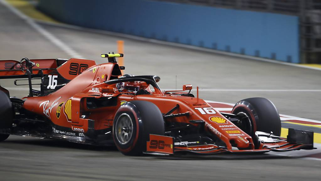 Charles Leclerc (21) steht nach Siegen in Spa und Monza zum dritten Mal in Folge auf der Pole Position eines Formel-1-Grand-Prix