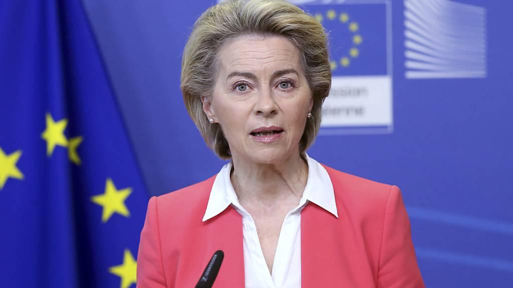 Ursula Von der Leyen, EU-Kommissionspräsidentin, spricht bei einer Pressekonferenz im EU-Hauptquartier. (Archivbild) Foto: Francois Walschaerts/Pool AFP/AP/dpa