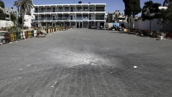 Die Granate ist auf dem Hof der Schule eingeschlagen.