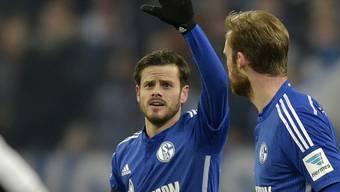 Jubilar Barnetta (links) erzielte den Schalker Siegtreffer