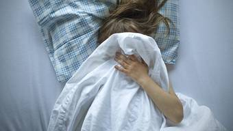 Beim Vater gibt es gemäss den vorliegenden Akten die begründete Vermutung, dass er seine knapp achtjährige Tochter missbraucht hat. (Symbolbild)