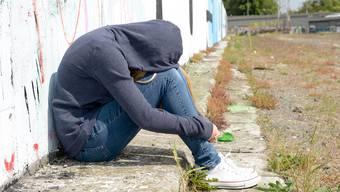 Krisen nicht aussitzen: Offene Gespräche können helfen, Kinder und Jugendliche von Suizidgedanken abzubringen.
