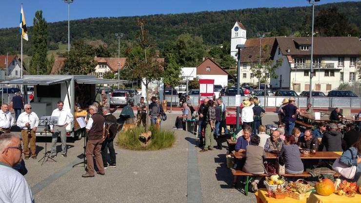 Die Jäger von Erlinsbach trugen mit ihren musikalischen Darbietung zur guten Stimmung am Markt bei.