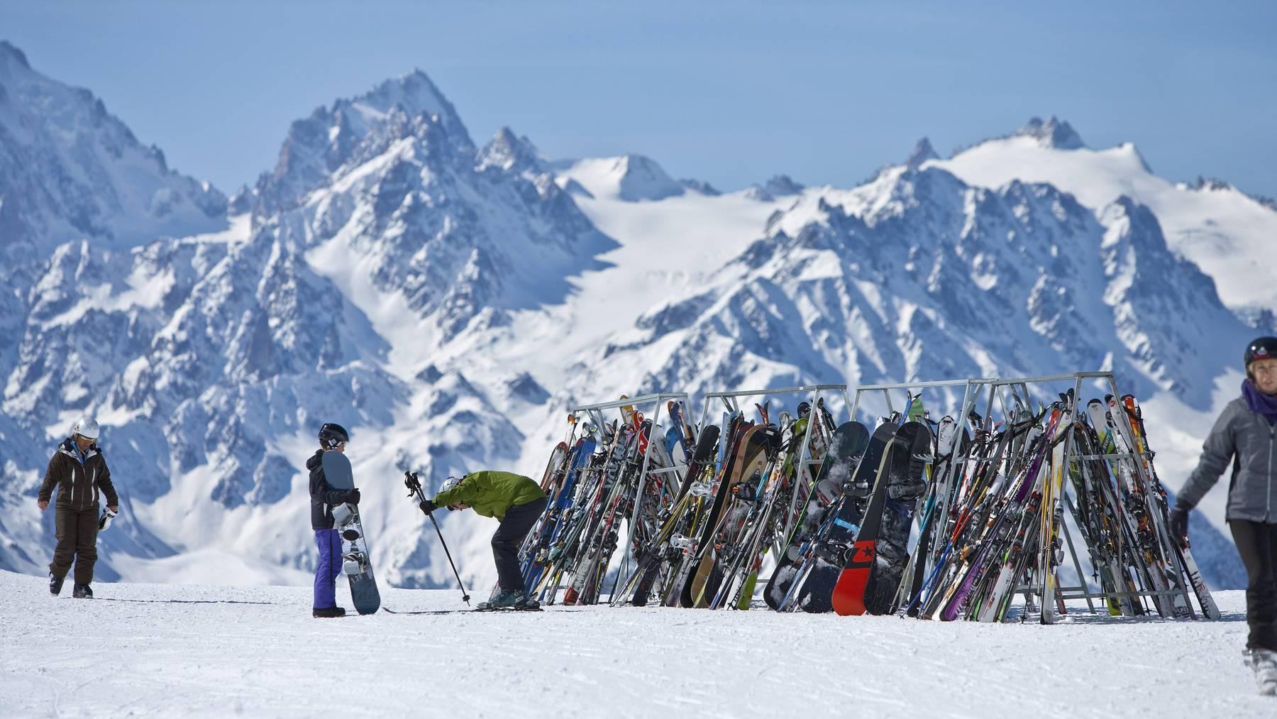 Die Walliser Skigebiete bleiben vorerst offen. (Symbolbild)