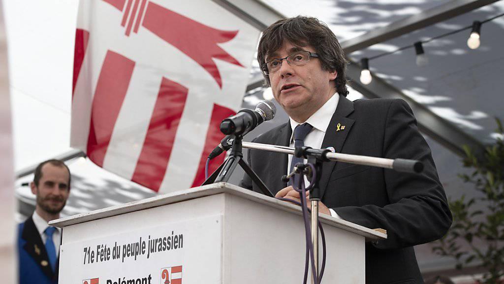 Carles Puigdemont spricht am Fest des jurassischen Volkes und bedankt sich für die Solidarität mit Katalonien.