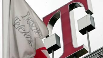 Deutsche-Telekom-Logo am Firmenhauptsitz in Bonn.