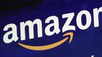 Der US-Internethändler Amazon hat als zweites Unternehmen nach Apple an der Börse die Billionenmarke geknackt. (Archiv)