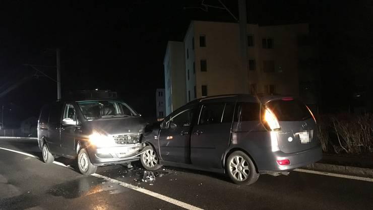 Unfälle mit Führerausweisabnahmen: In Teufenthal kam es am Montag zum Zusammenstoss zwischen einem Mercedes und einem Mazda.