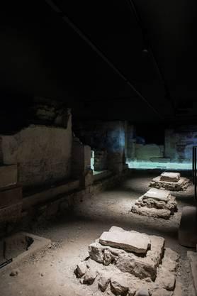 In der Krypta sind Baubefunde des 1019 geweihten Heinrichsmünsters zu sehen. © Archäologische Bodenforschung BS