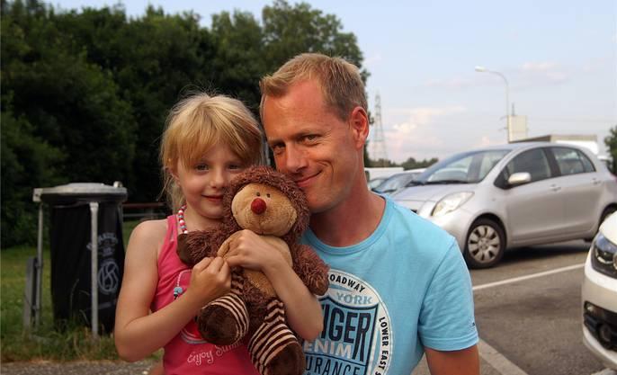 Vater und Tochter aus Bäriswil machen Halt von der Rückkehr aus Erfurt.
