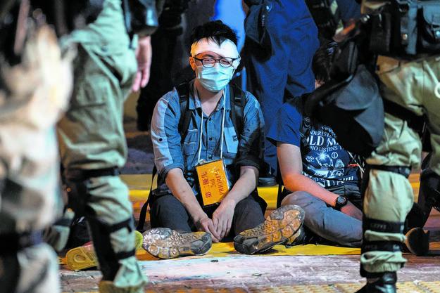 Verletzt und verhaftet: ein Aktivist in Hongkong.