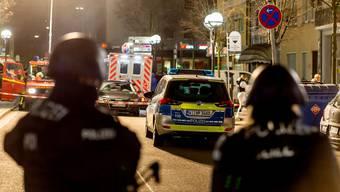 Die Einsatzkräfte vor Ort in Hanau.