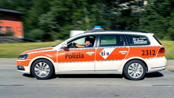 Die Kantonspolizei Tessin konnte an Ort und Stelle nur noch den Tod des verunfallten Autofahrers feststellen. (Symbolbild)