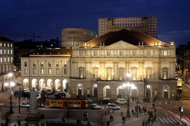 Und schliesslich hat das Ganze auch praktische Gründe: Die Zugfahrt nach Mailand verkürzt sich auf weniger als 3 Stunden: Bild der Mailander Scala.