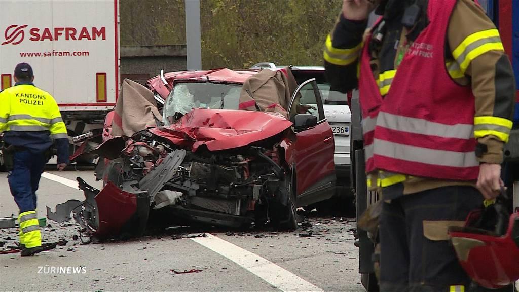 Drei Todesopfer nach Auffahrunfall am Bözbergtunnel
