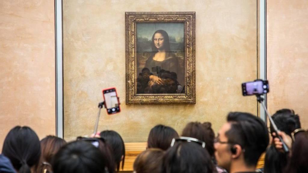 Die Mona Lisa ist zurück - Wände in nachtblauer Farbe